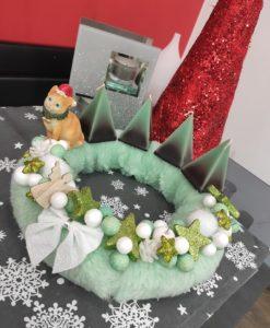 Zöld karácsonyi koszorú cicával