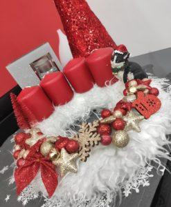 Piros-arany karácsonyi koszorú cicával